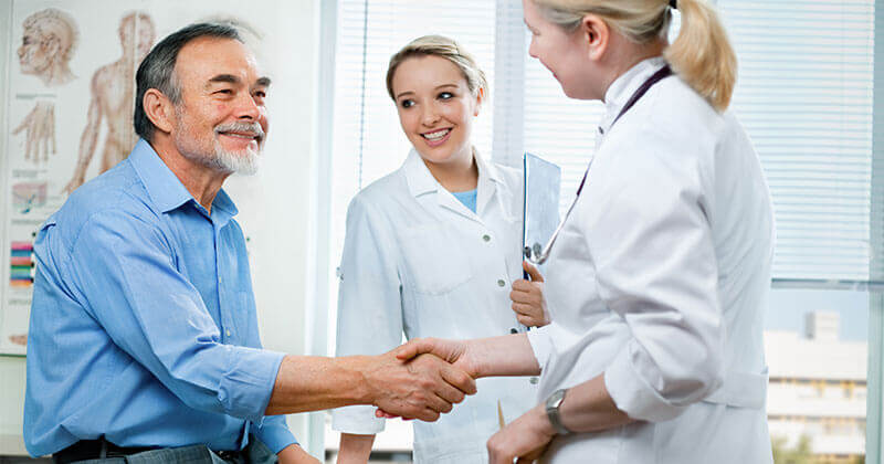 Doctors shaking hands with a patient, inviting patients to use onpatient